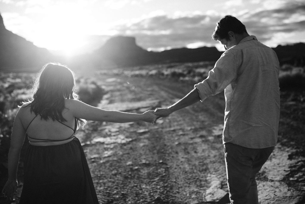 moab utah engagement photos