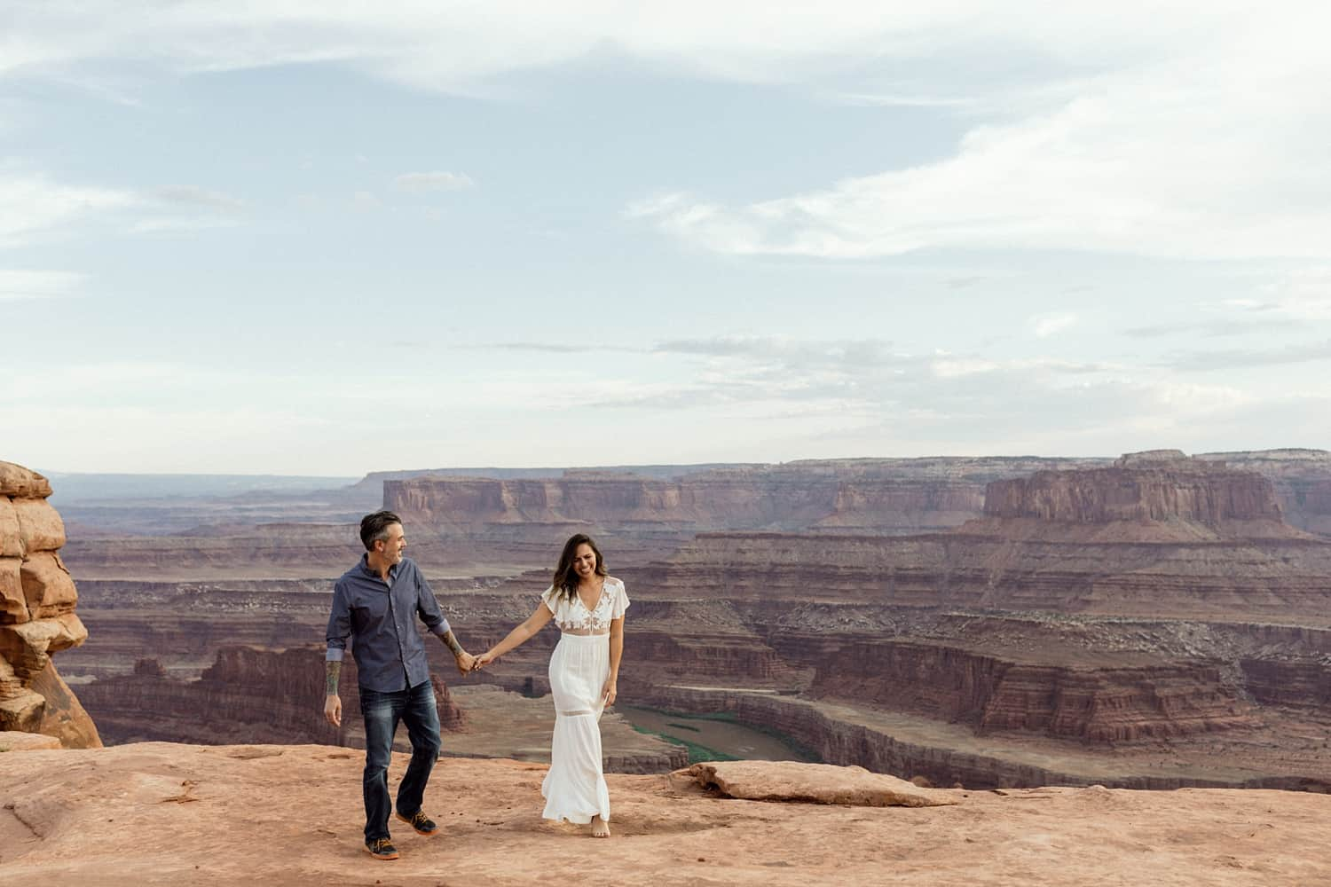engagement photographer in moab